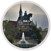 Fountain At Eakins Oval Round Beach Towel