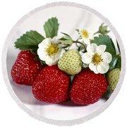 Gardenfresh Strawberries Round Beach Towel