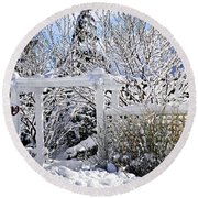Front Yard Of A House In Winter Round Beach Towel