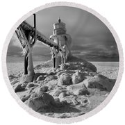 Frozen Grand Haven Lighthouse Black And White Round Beach Towel