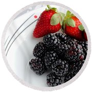 Fruit V - Strawberries - Blackberries Round Beach Towel