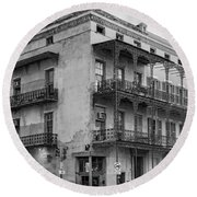 Gettin' By In New Orleans Bw Round Beach Towel