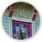 Burnt Gingerbread At The Pride House Jefferson Texas Round Beach Towel