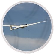 Glider In The Sky Round Beach Towel