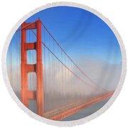 Golden Gate In Morning Fog Round Beach Towel
