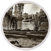 Goose In Central Park Nyc Round Beach Towel