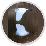 Great Egret Over The Pond Round Beach Towel