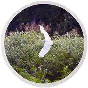 Great White Egret Flying 2 Round Beach Towel