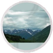 Green Pastures And Mountain Views Round Beach Towel