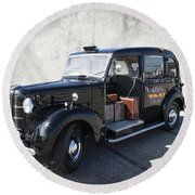 Hackney Carriage Austin Fx3 Of London C. 1955 Round Beach Towel