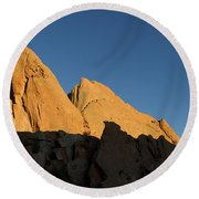 Half Moon At Garden Of The Gods Round Beach Towel