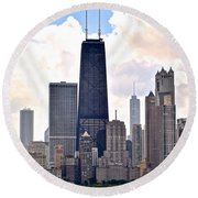 Hancock Building In Chicago Round Beach Towel