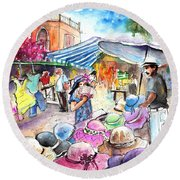 Hat Shopping At Turre Market Round Beach Towel