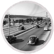 Henry Hudson Drive In New York Round Beach Towel