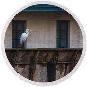 Heron In The Window Round Beach Towel