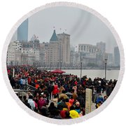 Holiday Crowds Throng The Bund In Shanghai China Round Beach Towel