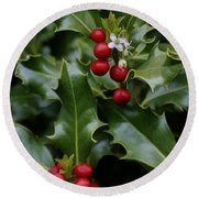 Holiday Holly Round Beach Towel