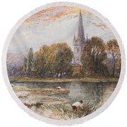 Holy Trinity Church On The Banks If The River Avon Stratford Upon Avon Round Beach Towel