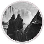 Honeymooners At Niagara Falls Round Beach Towel