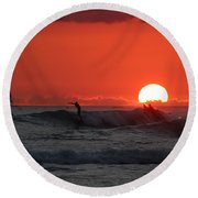 Honolulu At Sundown Round Beach Towel