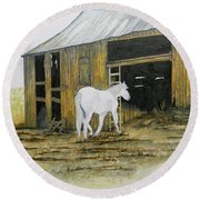 Horse And Barn Round Beach Towel