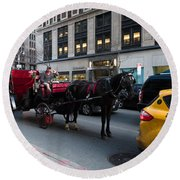 Horse And Carriage Nyc Round Beach Towel