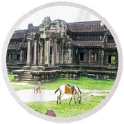 Horse In Front Of Outer Building In Angkor Wat In Angkin Angkor Wat Archeological Park-cambodia Round Beach Towel