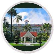 Hotel Del Courtyard Round Beach Towel