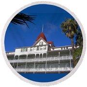 Hotel Del Courtyard View Round Beach Towel
