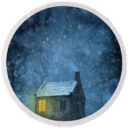 House In Woodland In Winter Round Beach Towel