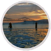 Hudson River Icey Sunset Round Beach Towel