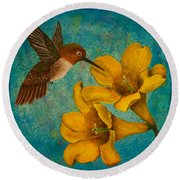 Hummingbird With Yellow Jasmine Round Beach Towel