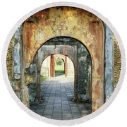 Hung Temple Arches Round Beach Towel
