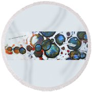 I Know What You Look Like Round Beach Towel