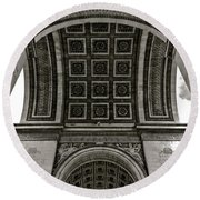 In Triomphe Round Beach Towel