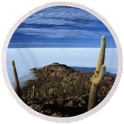 Incahuasi Island And Salar De Uyuni Round Beach Towel