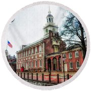 Independence Hall From Chestnut Street Round Beach Towel