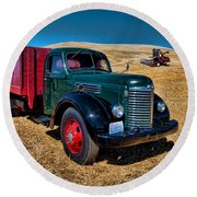 International Farm Truck Round Beach Towel