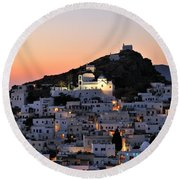 Ios Town During Sunset Round Beach Towel