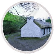 Irish Thatched Roof Cottage Round Beach Towel
