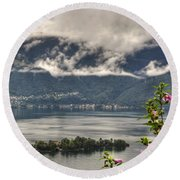 Islands And Flowers Round Beach Towel