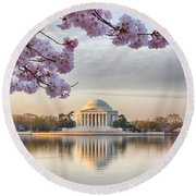 Jefferson Memorial In The Early Morning Round Beach Towel
