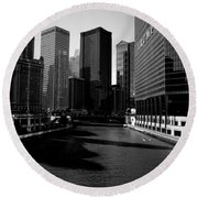 Kayaks On The Chicago River - Black Round Beach Towel