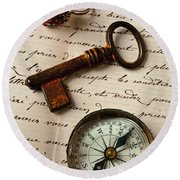 Key Ring And Compass Round Beach Towel