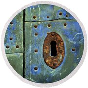 Keyhole On A Blue And Green Door Round Beach Towel