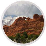 Keyhole To Pikes Peak Round Beach Towel