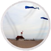 Kites Over Lake Ontario Beach Round Beach Towel