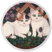 Kittens And Clover Round Beach Towel