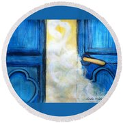Knocking On Heavens Door Round Beach Towel