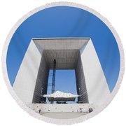 La Grande Arch In La Defense Business District Paris France Round Beach Towel